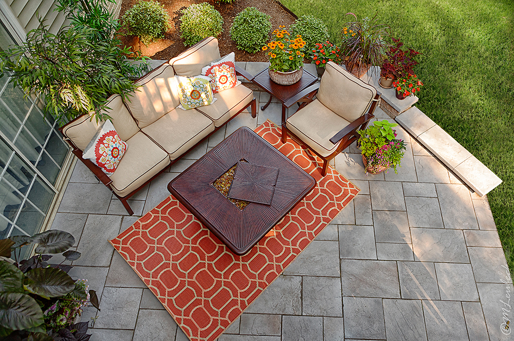 flagstone patio with patio furniture